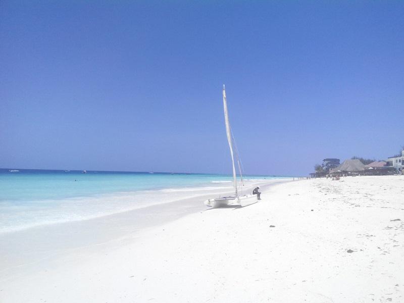 Пляж Кендва на Занзибаре фото