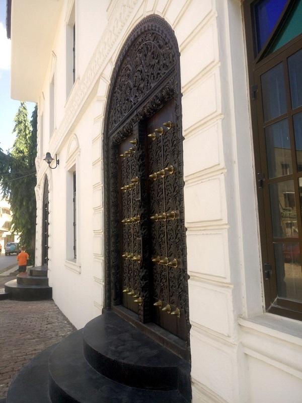 Двери на Занзибаре в стоун тауне
