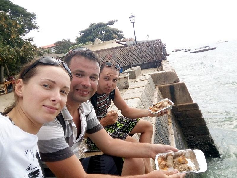 уличная еда в столице занзибара