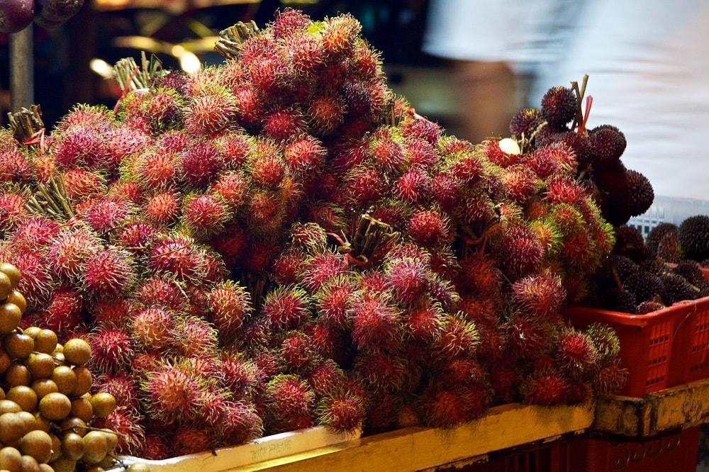 Рамбутаны на Занзибаре фрукты