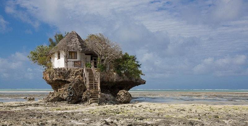 Ресторан the Rock в отлив