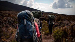 Портеры на маршруте на вершину Килиманджаро